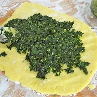 Kartoffelschnecken mit Bärlauch,Tomatensugo, Gurkensalat (16)