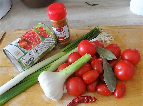 Kartoffelschnecken mit Bärlauch,Tomatensugo, Gurkensalat (8)