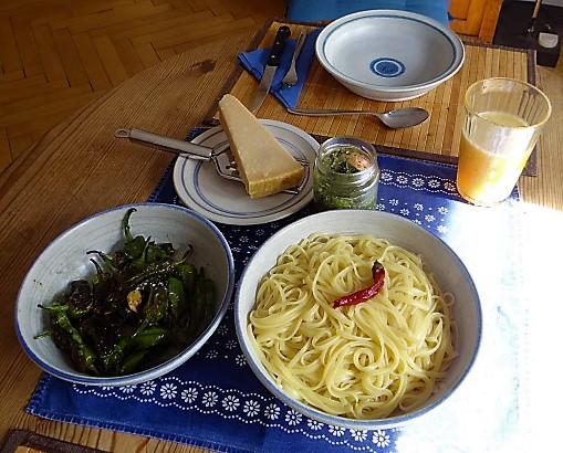 Linguine mit Wildkräuterpesto,Pimientos (3)