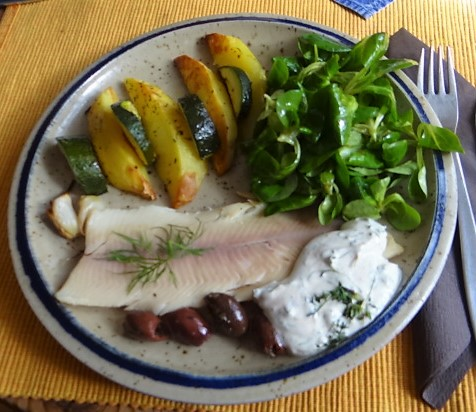 Ofen-Kartoffeln/Zucchini,         geräucherte Forelle