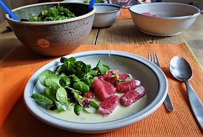Rote Bete Gnocchis,Gorgonzola Sauce, Feldsalat (2)