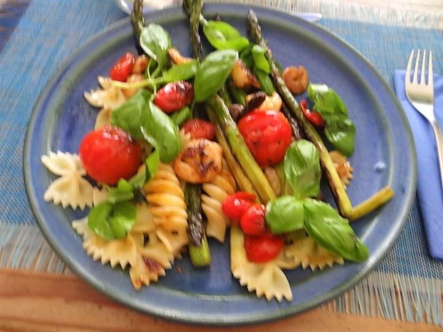 Grüner Spargel,Tomaten und Garnelen (1)