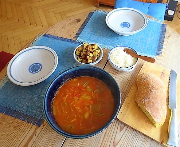 Staudensellerie Suppe mit Weißbrot (5)