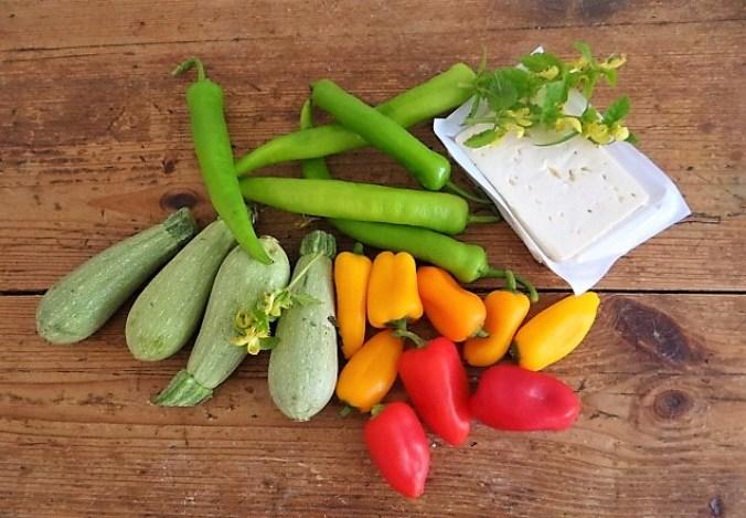 Gebratenes Gemüse mit gebackenem Feta und Kartöffeltaler (10)