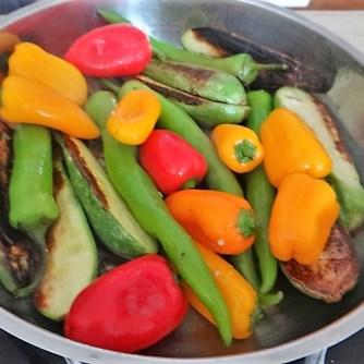 Gebratenes Gemüse mit gebackenem Feta und Kartöffeltaler (14)