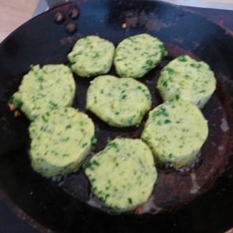Gebratenes Gemüse mit gebackenem Feta und Kartöffeltaler (15)