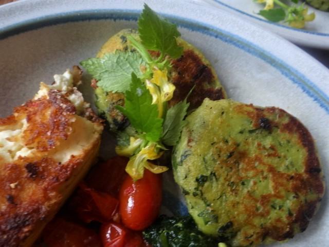 Gebratenes Gemüse mit gebackenem Feta und Kartöffeltaler (3)