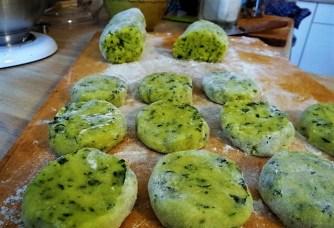 Kartoffeltaler mit Guacamole und Wildkräutersalat (16)