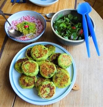 Kartoffeltaler mit Guacamole und Wildkräutersalat (23)