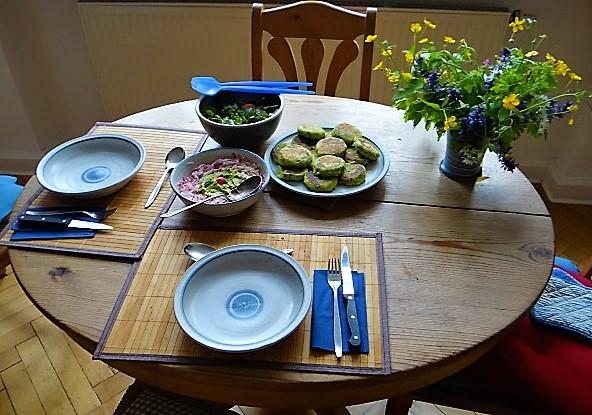Kartoffeltaler mit Guacamole und Wildkräutersalat (5)