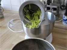 Krautsalat,Tzatziki,Kartoffelspalten,Hackbällchen (15)