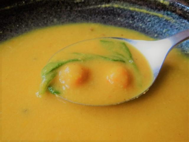 Kartoffel,Süßkartoffelsuppe mit Kichererbsen und frischem Spinat (38)