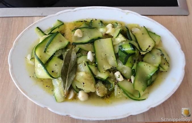 Zucchinisalat,Tomatensalat,Guacamole und Ofenkartoffeln (14)