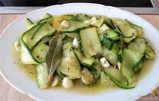 Zucchinisalat,Tomatensalat,Guacamole und Ofenkartoffeln (15)