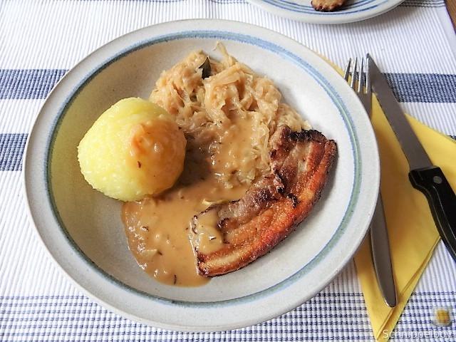 Bauchfleisch,Klöße,Sauerkraut,Zwiebelsoße, (15)