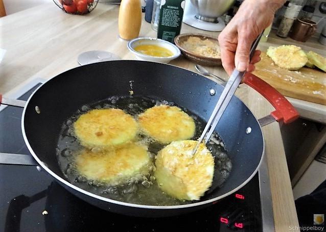 Frittierte Zucchini mit Gorgonzolasauce (16).JPG