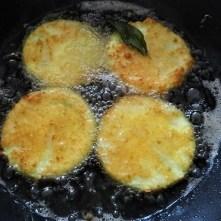 Frittierte Zucchini mit Gorgonzolasauce (18)