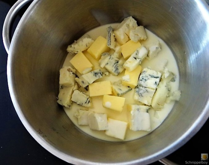 Frittierte Zucchini mit Gorgonzolasauce (22)