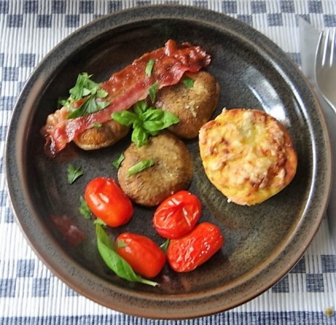 Gegrillte Champignon,Krosser Bacon,Coctailtomaten (4)