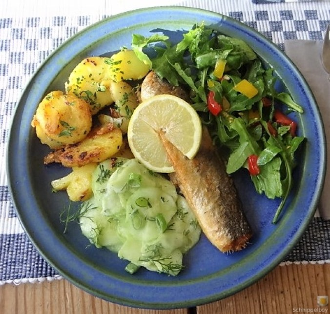 Grüner Hering,Salate,Bratkartoffel (2)