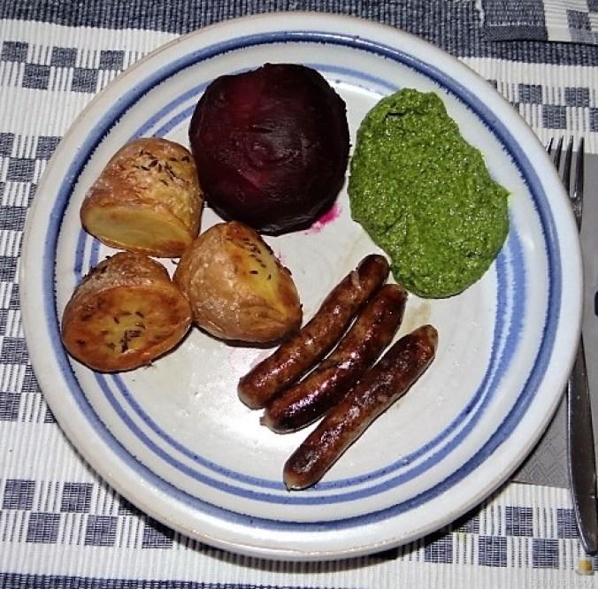 Ofenkartoffel,Rote Bete,Rucola Pesto,Bratwürste (1)