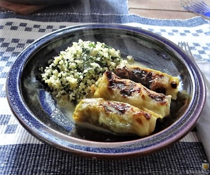 Orientalische Spitzkohlröllchen, Bulgur mit Brennessel und Löwenzahn (1)
