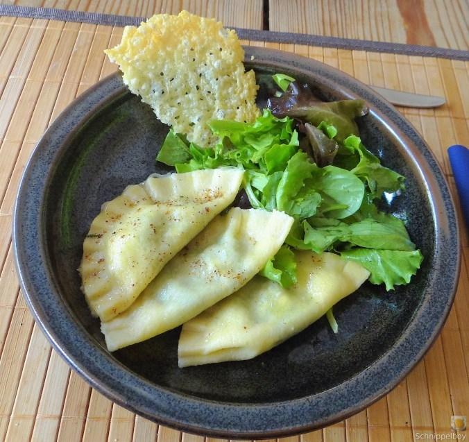 Ravioli-mit-Feta-Spinat-Füllung-und-Salbei-Butter-1 - Kopie