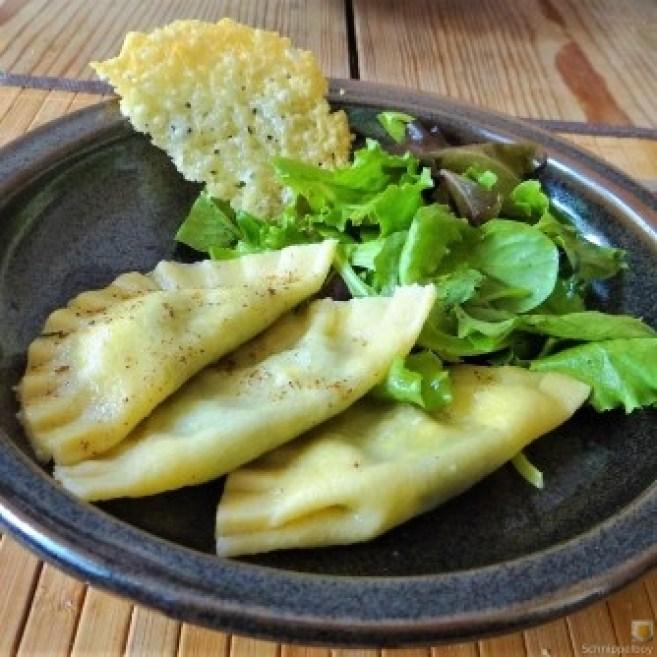 Ravioli-mit-Feta-Spinat-Füllung-und-Salbei-Butter-18