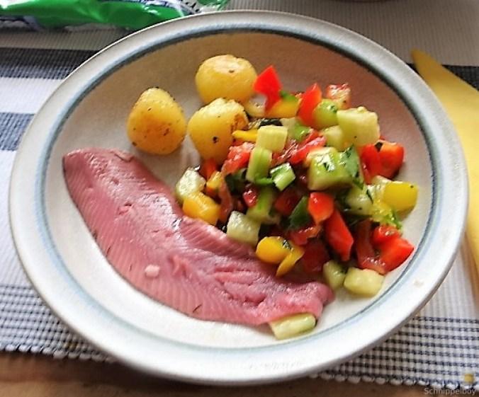 Salat(orientalisch), kleine Kartoffeln, Matjesfilet (1)