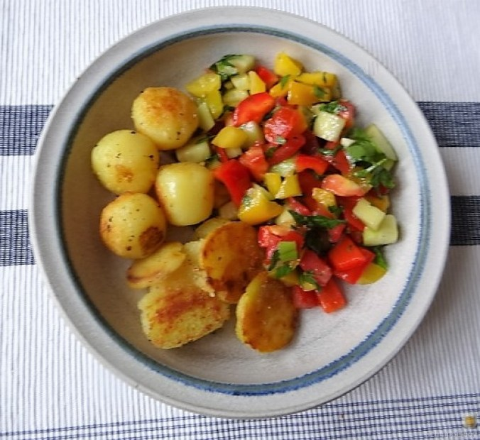 Salat(orientalisch), kleine Kartoffeln, Matjesfilet (2)