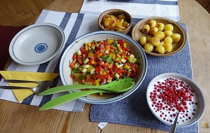 Salat(orientalisch), kleine Kartoffeln, Matjesfilet (4)