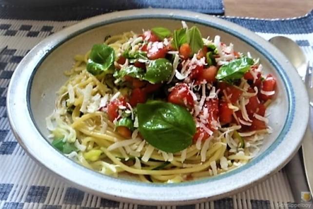 Spaghetti mit Tomaten (Keka) (2)