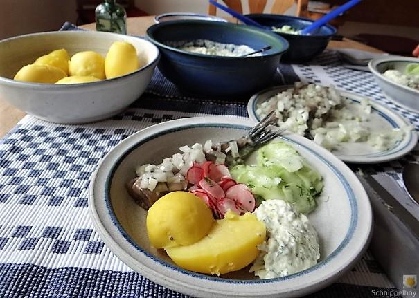 Matjes,Gurkensalat,Tzatziki,Radieschen,Pellkartoffeln (14)