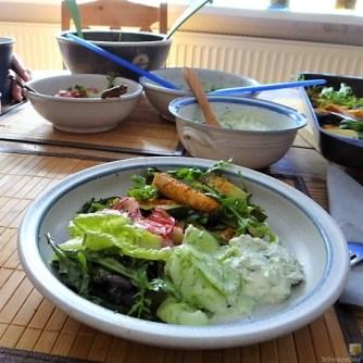 Süßkartoffel und Zucchini aus dem Ofen mit Salaten (19)