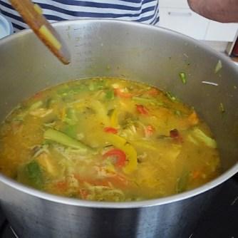 Scharf-Saure Gemüsesuppe mit Garnelen und Lachs (13)