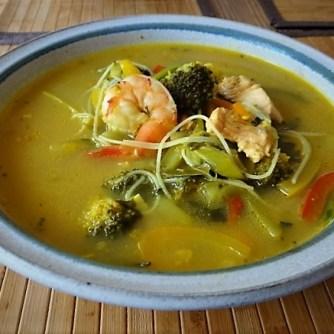 Scharf-Saure Gemüsesuppe mit Garnelen und Lachs (19)