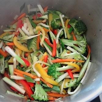 Scharf-Saure Gemüsesuppe mit Garnelen und Lachs (9)