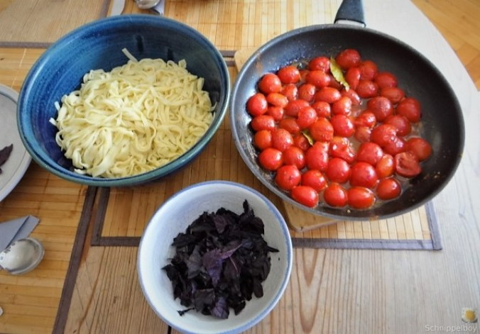 Selbstgemachte Pappardelle,Tomaten Ragout,Rotes Basilikum (4)