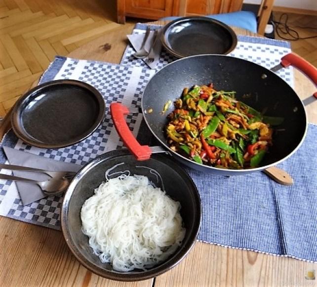 Wokgemüse mit Reisnudeln und Fleisch (13)