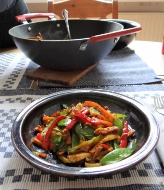 Wokgemüse mit Reisnudeln und Fleisch (3)