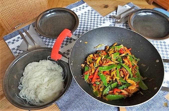 Wokgemüse mit Reisnudeln und Fleisch (4).JPG