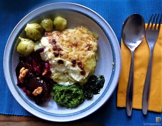 Kartoffelgratin,Salate, (10)