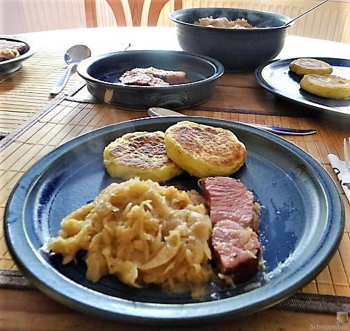 Sauerkraut, Kartoffeltaler, Kassler, (27)