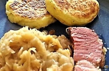 Sauerkraut, Kartoffeltaler, Kassler, (3)