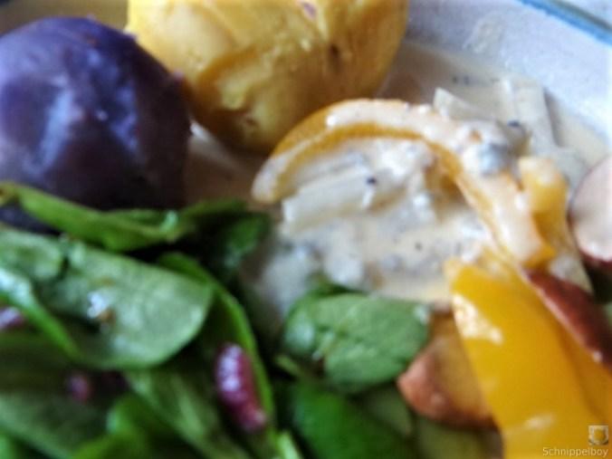 Gedämpftes Gemüse,Käsesauce, Blaue Kartoffeln (19)