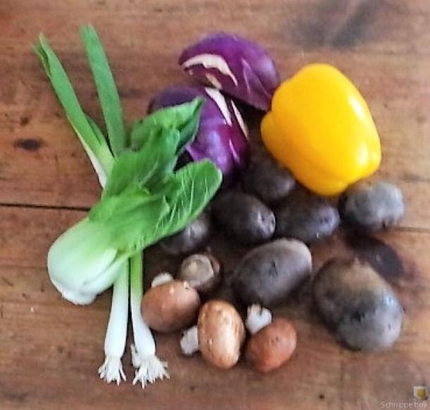 Gedämpftes Gemüse,Käsesauce, Blaue Kartoffeln (6)