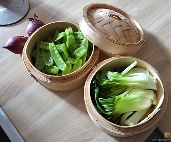 Gedämpftes Gemüse,Käsesauce, Blaue Kartoffeln (8)