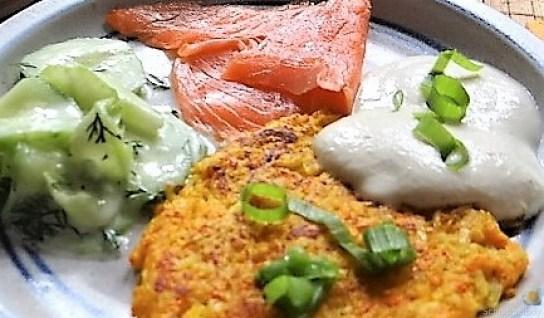 Kürbisrösti,Lachs,Salat,Rhabarberkompott (4)
