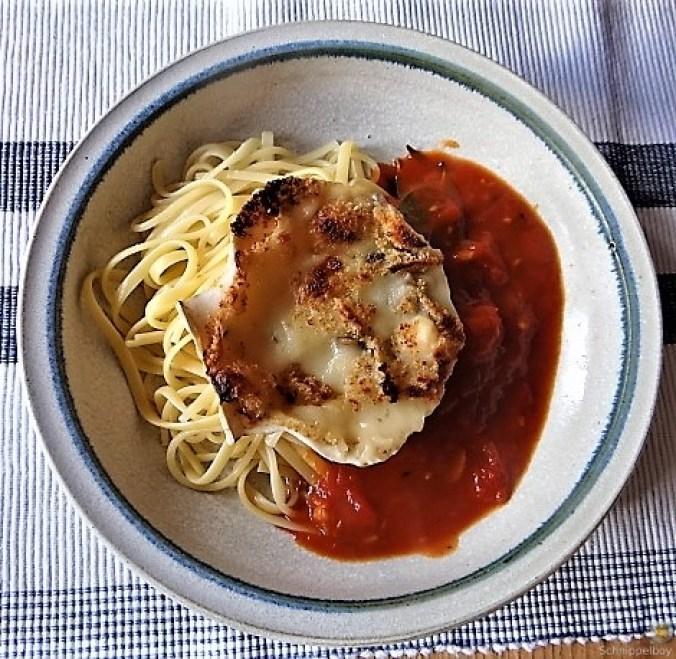 Linguine, scharfe Tomatensauce, Muschelragout (2)