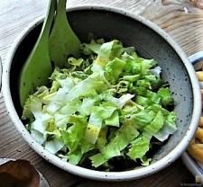 Teigtaschen,Tintenfischringe und Salat (15)